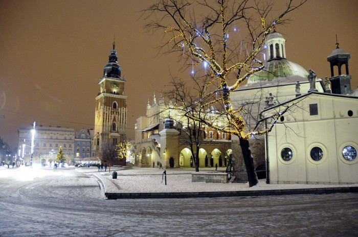 La grand-place de Cracovie dans son habit d'hiver
